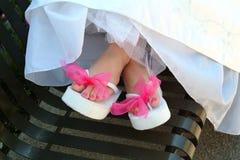 Pedicure del color de rosa del día de boda Imagenes de archivo