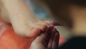 Pedicures в салоне сток-видео