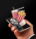 Pedido de Smartphone para bilhetes em linha do cinema da compra e do registro Filmes e vídeo de observação Live Fotografia de Stock Royalty Free