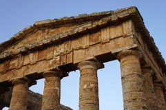 Pediment виска Segesta в Сицилии Стоковая Фотография