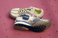 Pedometer et chaussures photo libre de droits