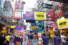 Pedone nel distretto dell'annuncio pubblicitario di Hong Kong immagini stock libere da diritti