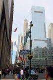 Pedoni e traffico in Manhattan del centro occupata Fotografie Stock Libere da Diritti