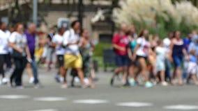 Pedoni unfocused di estate Movimento lento archivi video