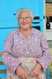 PEDOULAS CYPR, LISTOPAD, - 15, 2015: Portret uśmiechnięta stara kobieta w Troodos górach obrazy royalty free