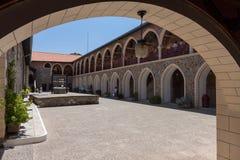 PEDOULAS, CYPRUS/GREECE - LIPIEC 21: Kykkos monaster blisko Pedoul obrazy royalty free