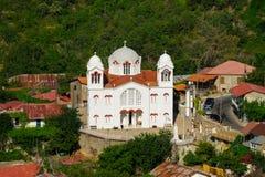 Pedoulas wioska z starym kościół obrazy royalty free