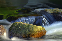 Pedra & água Fotografia de Stock Royalty Free