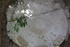 Pedra antiga com inscrição árabes Fotos de Stock Royalty Free
