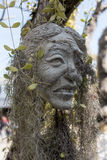 Pedra assustador - as esculturas da rocha das cabeças gigantes cinzelaram no penhasco do arenito Fotos de Stock