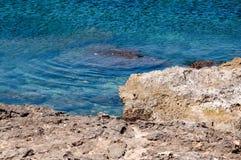 A pedra calcária encontra mediterrâneo Imagem de Stock