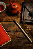 A pedra chinesa da caligrafia e da tinta ajustou-se na tabela Foto de Stock Royalty Free