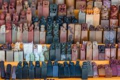 A pedra chinesa sela lembranças dos selos da mão no mercado perto do local do Grande Muralha de China Mutianyu fotografia de stock