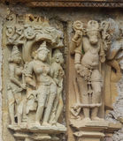 A pedra cinzelou o relevo de bas erótico no templo hindu em Khajuraho, Índia Fotos de Stock Royalty Free