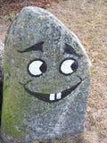 Pedra com a cara feliz pintada imagens de stock royalty free