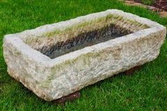 Pedra da água dos elementos do jardim Imagens de Stock