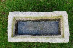 Pedra da água dos elementos do jardim Fotografia de Stock Royalty Free