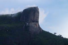 Pedra da Gavea осмотренное от Sao Conrado, Рио de Janeio, Бразилии Стоковые Фотографии RF