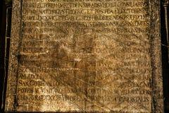 Pedra de mármore antiga e alfabeto Fotos de Stock