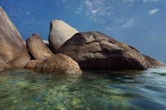 Pedra do granito na praia Fotografia de Stock