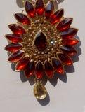 A pedra encheu mulheres indianas forma a joia artificial ou de imita??o na exposi??o de uma loja varejo fotos de stock royalty free