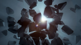 Pedra escura quebrada no espaço vazio que revela a luz azul Imagens de Stock