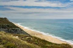 Pedra font la plage d'Ouro dans le sao Pedro de Moel, Portugal Photographie stock libre de droits