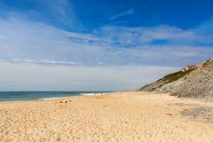 Pedra font la plage d'Ouro dans le sao Pedro de Moel, Portugal Photos stock