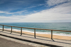 Pedra font la plage d'Ouro dans le sao Pedro de Moel, Portugal Photo libre de droits