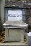 Pedra grave velha em Kirk de São Nicolau em Aberdeen, Escócia foto de stock