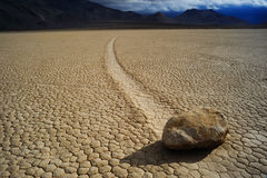 Pedra movente no deserto Fotografia de Stock