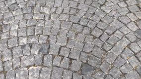 Pedra na estrada de cidade vídeos de arquivo