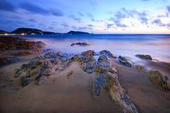Pedra na praia Fotos de Stock