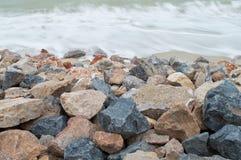 Pedra na praia Fotografia de Stock