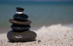Pedra na torre de pedra - zen fotos de stock