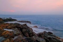 Pedra no mar Fotos de Stock Royalty Free