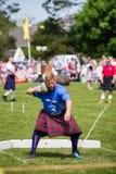 A pedra pôs a disciplina em jogos escoceses das montanhas foto de stock royalty free