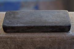Pedra para uma faca de cozinha Imagens de Stock
