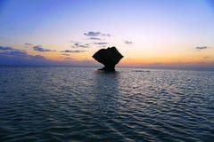 A pedra solitária que recusa ser satisfeita fotografia de stock