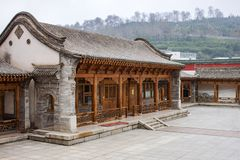 Pedra tradicional, tijolo e arquitetura chinesa de madeira de Rich House fotos de stock