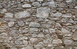 A pedra velha mergulhou a parede da fortaleza ou do castelo Fotografia de Stock Royalty Free