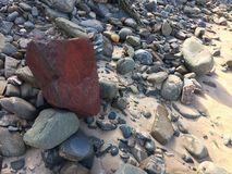Pedra vermelha, pedra incomum fotos de stock royalty free