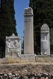 Pedras antigas do enterro do cemitério de Atenas Kerameikos Fotografia de Stock