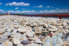 Pedras coloridas em uma praia Foto de Stock