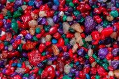 pedras coloridas pequenas Multi-coloridas, close-up de minerais como o fundo natural muito agradável, textura abstrata, teste pad Imagem de Stock Royalty Free