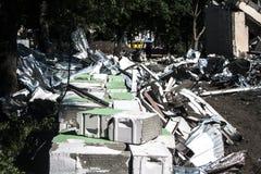 Pedras, constru??es destru?das, constru??o demolition Uma pilha das pedras Pedras com fio fotografia de stock royalty free