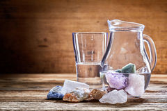 Pedras curas na água imagens de stock royalty free