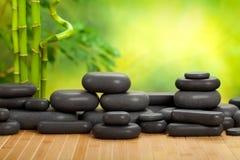 Pedras da massagem foto de stock