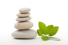 Pedras de equilíbrio do zen isoladas Fotos de Stock Royalty Free