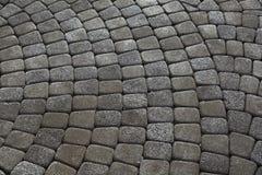 Pedras de pavimentação cinzentas Greypaving cobbled pavimento fotos de stock royalty free